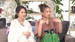 河北麻友子、ベッキー/「あいのり:Asian Journey」第22話より(C)フジテレビ