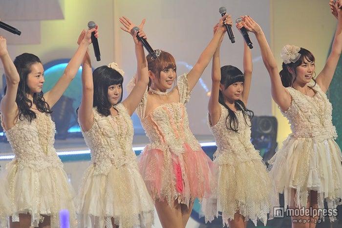 菊地亜美(中央)も輩出/昨年11月に行われた「井の中のアイドリング!!!大海でバタアシング!!!菊地亜美アイドル卒業までのカウントダウン」より