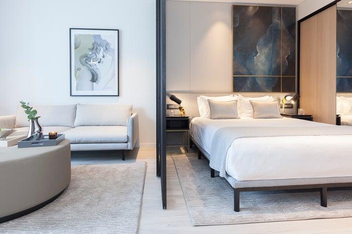 スカイ・スイーツ・グリーンスクエアの客室・ベッドルーム/画像提供:クラウン・グループ・ホールディングス