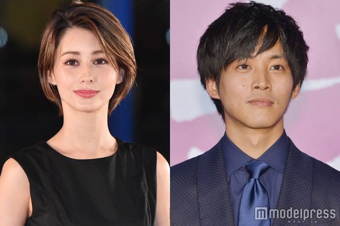 (左から)ダレノガレ明美、松坂桃李 (C)モデルプレス