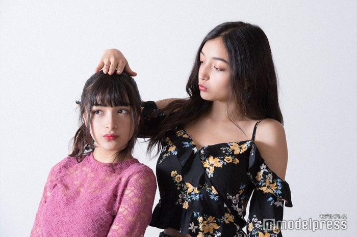 (左から)マリナ、エリカ (C)モデルプレス