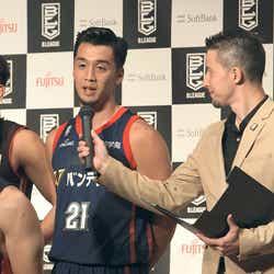 Bリーグの会見にチーム代表として登壇する凌「TERRACE HOUSE TOKYO 2019-2020」19th WEEK (C)フジテレビ/イースト・エンタテインメント