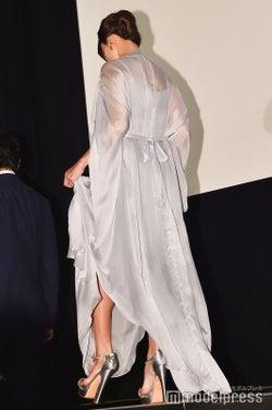 シースルードレスで色気を振りまいた深田恭子 (C)モデルプレス