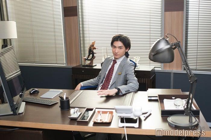 部長の椅子にも座っちゃいます