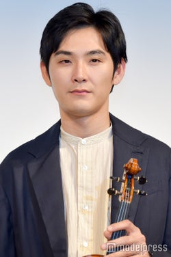 松田龍平/楽器提供:日本ヴァイオリン(C)モデルプレス