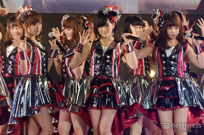NMB48のライブパフォーマンスに女子熱狂
