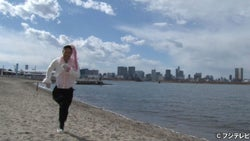 EXILE・MATSU「めちゃめちゃ恥ずかしい」頭に花飾りつけ海岸爆走
