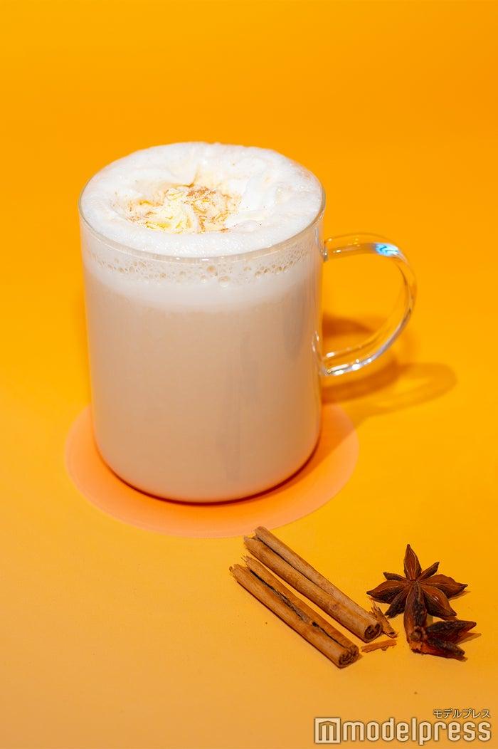 「チャイ & ホワイト チョコレート ティー ラテ」(C)モデルプレス