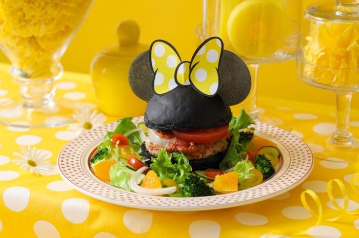 チアフルバーガー 1,990円(C)Disney