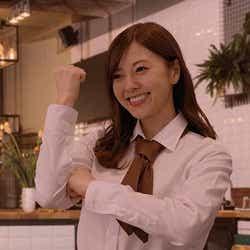 モデルプレス - 乃木坂46白石麻衣、キュートなカフェスタッフに 高速ダンスも披露