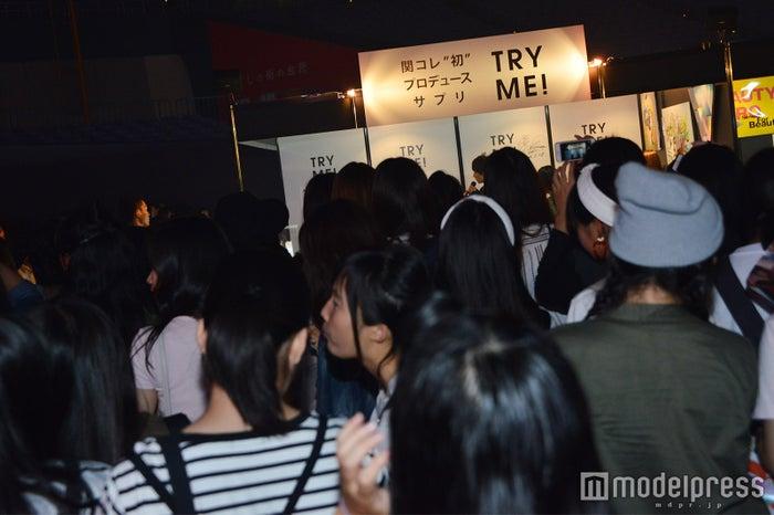 大倉士門の登場で盛況を見せる「TRY ME!サプリ」のブース (C)モデルプレス