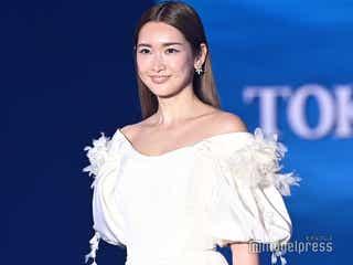 紗栄子、純白ドレスで美デコルテ披露 XR技術で幻想的ステージ<TGC2021 S/S>