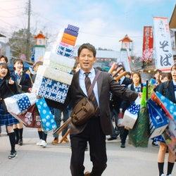 V6岡田准一、修学旅行で大興奮 なにわ男子・道枝駿佑の新キャッチフレーズも決定