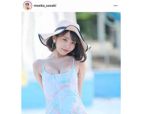 佐々木萌香、ハイレグ水着姿のグラビアショットを披露!「メチャクチャ可愛い」