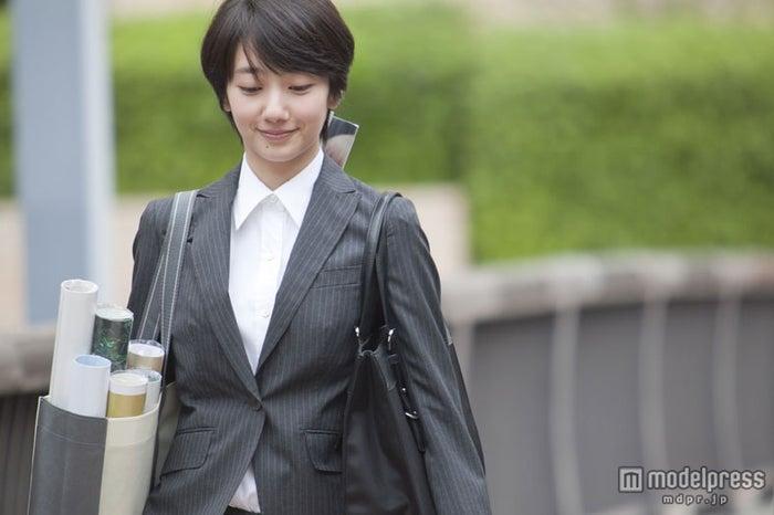 波瑠/NTT ドコモ「dマーケット BOOKストア」新TVCM「新社会人のきみへ」編メイキングショット