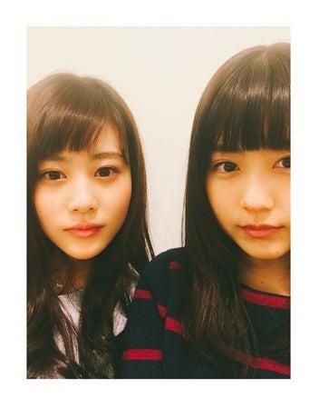 高畑充希(左)と2ショット/有村架純オフィシャルブログ