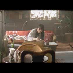 小松菜奈「君とノートとコーヒーと」より(提供画像)
