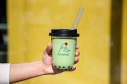 日本初の日本茶ミルクティー専門店「OCHABA」黒蜜入りわらび餅を全ドリンクにトッピング
