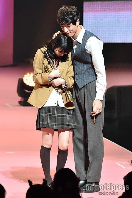 岡本夏美、坂口健太郎