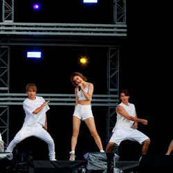 lol(左から)honoka、佐藤友祐、hibiki、小見山直人、moca (写真提供:avex)