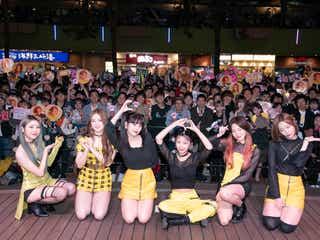 MOMOLAND、フリーライブで2000人熱狂 日本語講座に歓声も