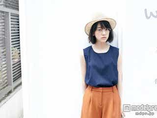 乃木坂46堀未央奈、めがね×血色メイクで大人顔にイメチェン
