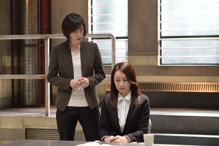 (左から)天海祐希、矢田亜希子(C)テレビ朝日