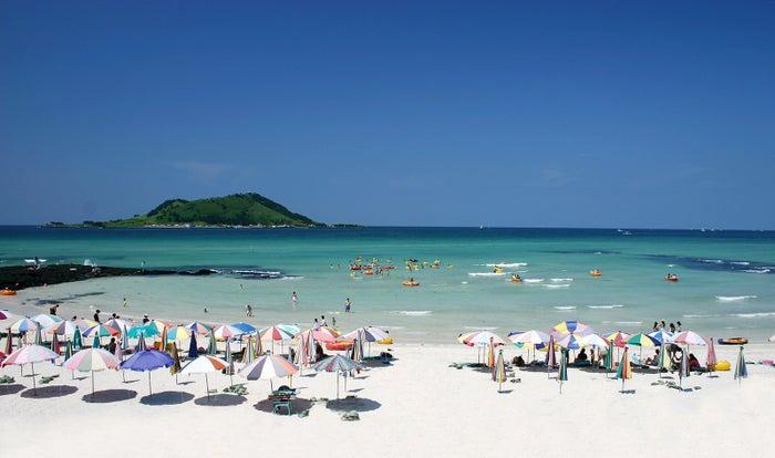 白い砂浜が約1,5キロも続く、挾才海水浴場(提供画像)