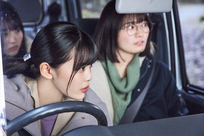 (左から)賀喜遥香、柴田柚菜、清宮レイ(C)西加奈子・小学館/エイベックス通信放送