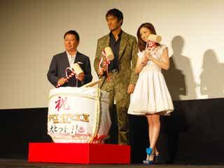 阿部寛&上戸彩、『テルマエ・ロマエⅡ』大ヒット舞台あいさつで鏡開き