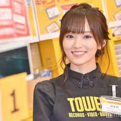 """モデルプレス - 山本彩、ゲリラで渋谷のレコード店に店員として""""降臨"""" 泣いてしまうファンの姿も"""