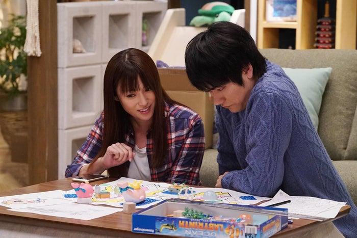 深田恭子、松山ケンイチ/「隣の家族は青く見える」第3話より(C)フジテレビ
