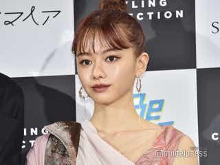 山本舞香、ピンク髪&斬新ピンクコーデで美脚披露<ベストスタイリングアワード2019>