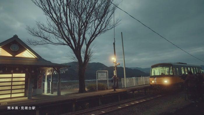 2人は南阿蘇鉄道・見晴台駅で再会