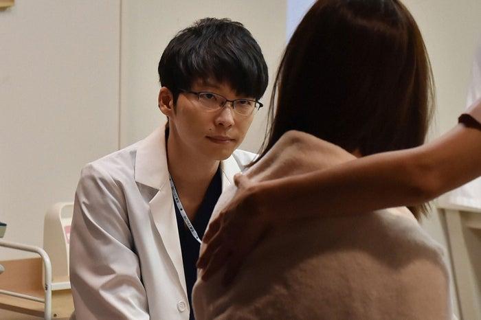 星野源/「コウノドリ」第3話より(画像提供:TBS)