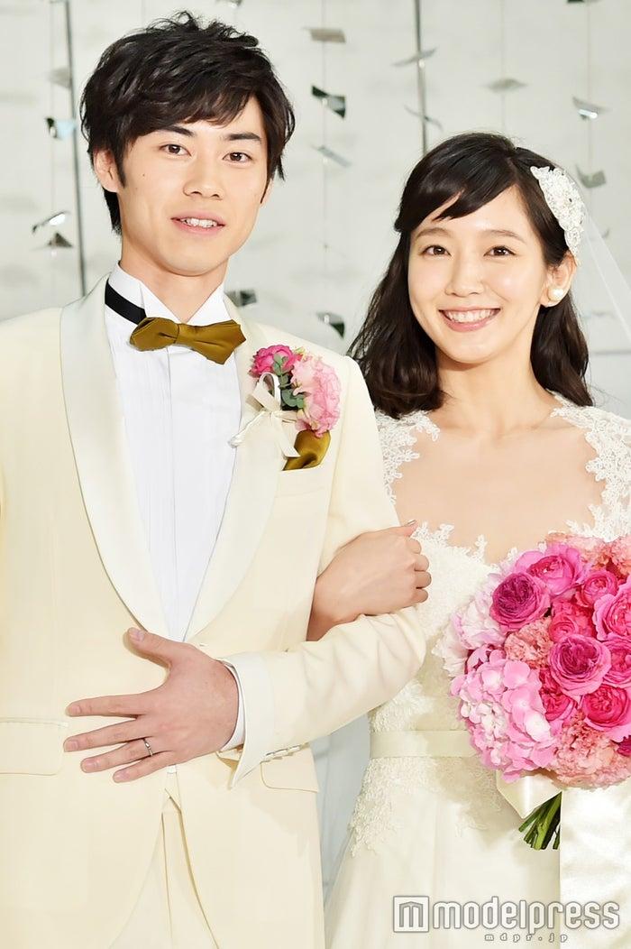 結婚情報誌『ゼクシィ』の9代目CMガールに抜てきされた吉岡里帆と相手役の戸塚純貴(C)モデルプレス