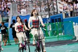 """乃木坂46、史上初の試み!メンバーもファンも""""シンクロ""""演出たっぷり<6周年バースデーライブ>"""