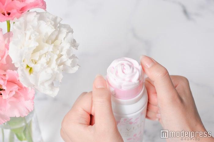 """可愛すぎる""""ピンクのバラ""""にきゅん!フォトジェニック&数量限定で「SNSにアップしたい」女子続出(C)モデルプレス"""