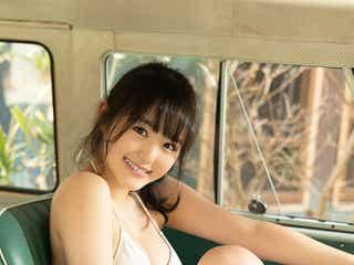 ふわふわ伊藤小春、爽やか水着で笑顔満開