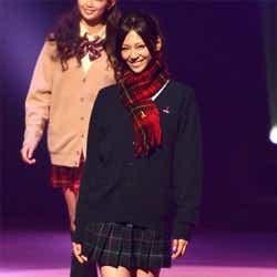 モデルプレス - 西内まりや、三浦翔平ら美男美女が制服ファッションショー「Seventeen 夏の学園祭2012」<写真特集>