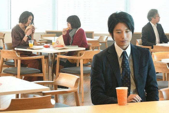 瀬戸朝香、吉岡里帆、向井理/「きみが心に棲みついた」第3話より(C)TBS