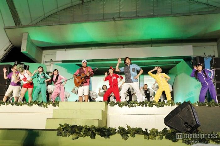 「ももクロ子供祭り2013 ~守れ!みんなの東武動物公園 戦え!ももいろアニマルZ~」の模様/photo by hajime kamiiisaka