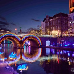 ハウステンボス「カナルアートフェスティバル」運河周辺で幻想的な光のアート輝く