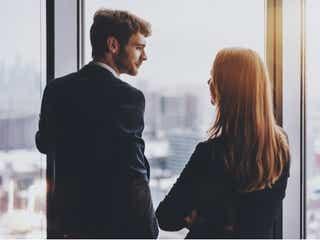 <職場恋愛編>男性が無意識にしている「本命だけにする態度」4つ