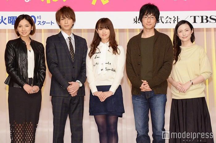 (左より)野波麻帆、三浦翔平、深田恭子、DEAN FUJIOKA、ミムラ(C)モデルプレス