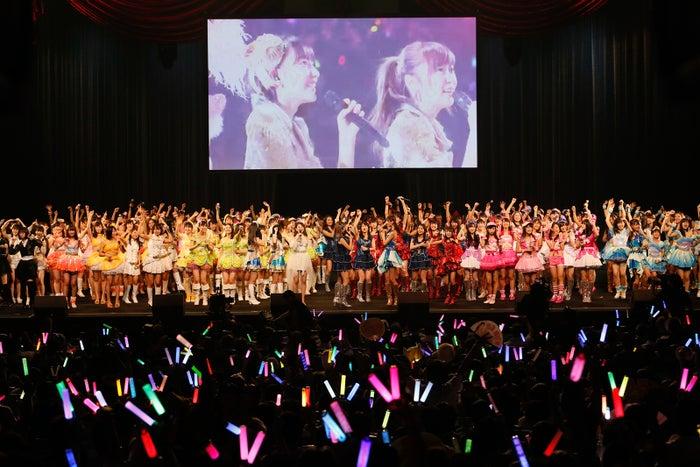 横浜アリーナと中継も「AKB48グループ同時開催コンサートin横浜~来年こそランクインするぞ決起集会~」(C)AKS