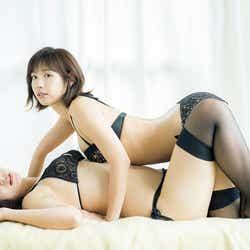 モデルプレス - 水湊みお&本田夕歩、SEXY黒水着で魅せる美の共演