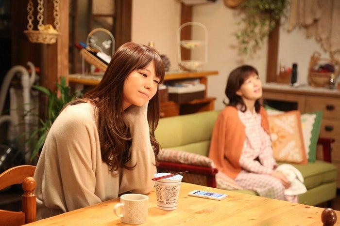 西内まりや、石野真子/『突然ですが、明日(あした)結婚します』第7話より(画像提供:フジテレビ)