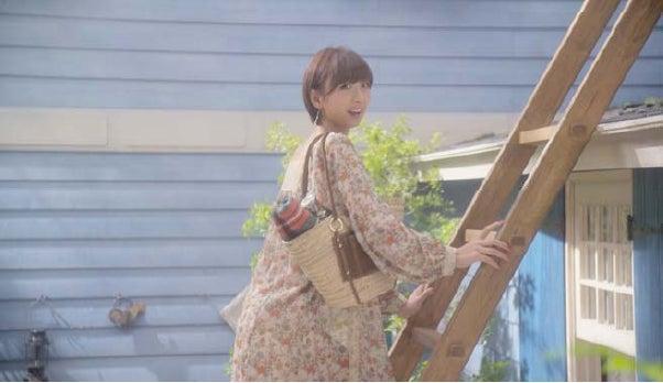 篠田麻里子(新CM「春ブーツ」篇)
