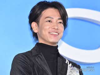 佐藤健、猫耳姿で「にゃんにゃん」人生初メイドカフェに「萌えとキュンでパンパン」